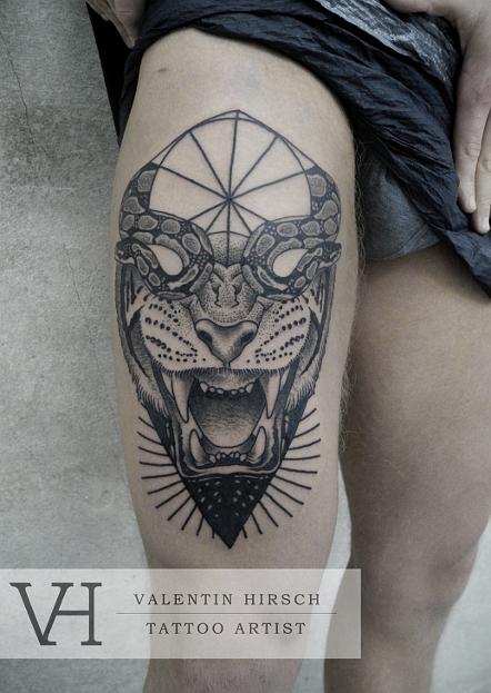 Татуировки тигр в треугольнике